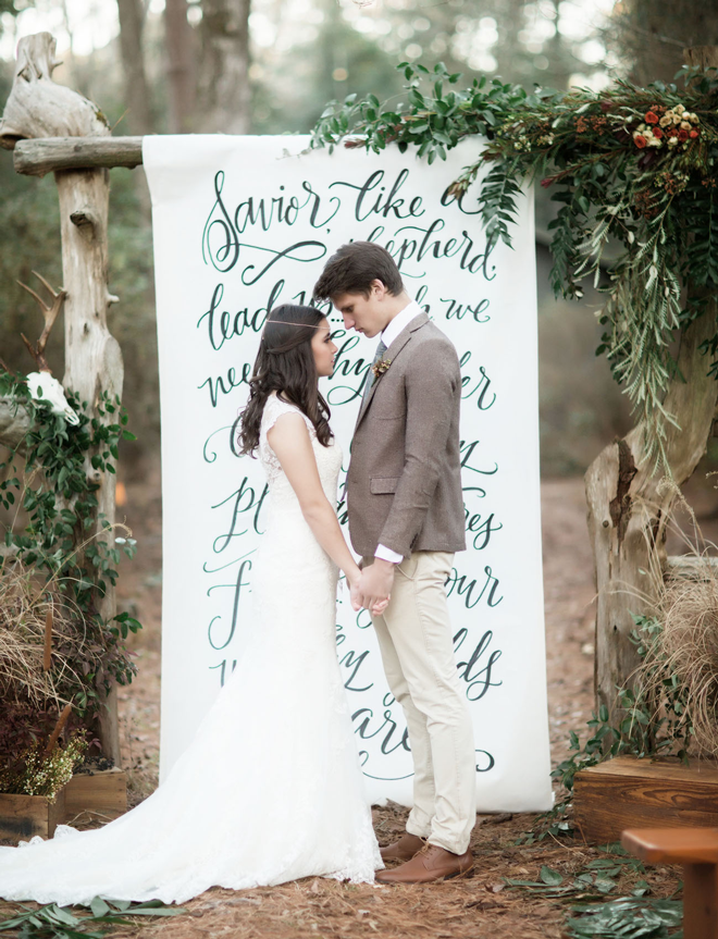 Loving this gorgeous hand lettered paper scroll as a unique ceremony backdrop!