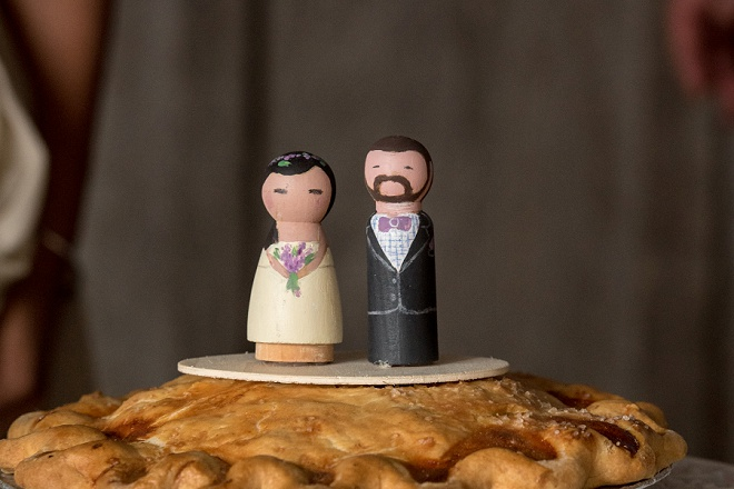 How darling are the cake toppers for this boho backyard wedding?! Love!