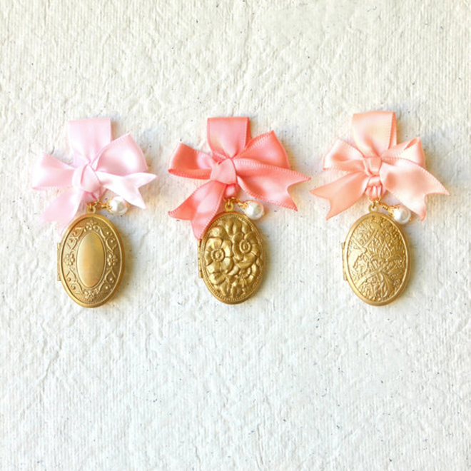 Lovely little vintage bouquet lockets from Larkspur and Linen on Etsy!