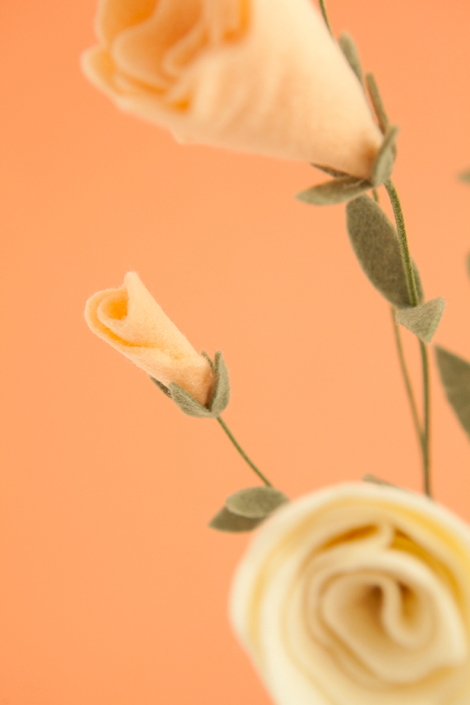How to make the most darling felt lisianthus flowers and buds!