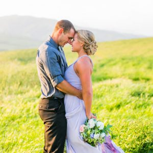 We're swooning over this gorgeous mountainside engagement!