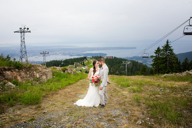 We're crushing on this gorgeous mountainside affair in Vancouver!