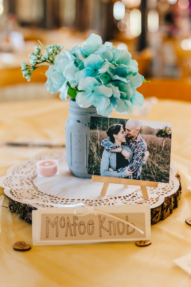 In love with the rustic wooden and mason jar table centerpieces at this stunning rustic wedding!