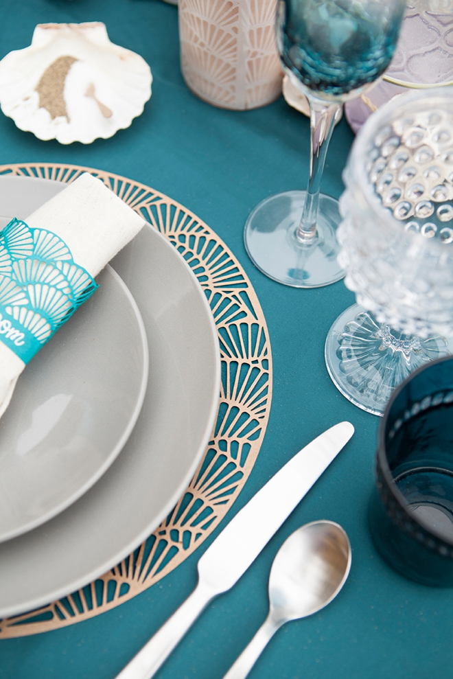 Use your Cricut Explore to make this darling scallop charger and napkin ring set, perfect for weddings!