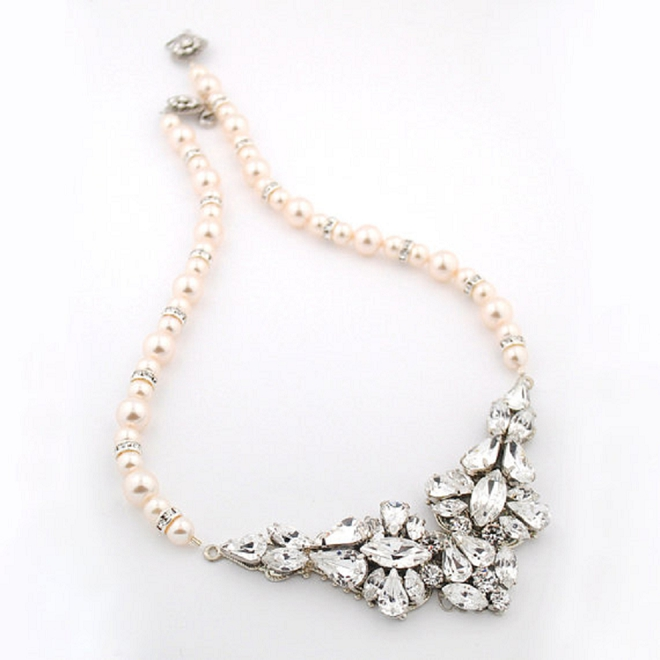 How gorgeous is this modern statement necklace for your big day!