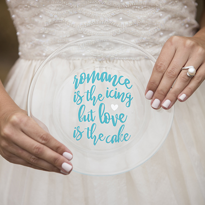 Design Your Own Wedding Cake: Learn How To Customize Your Own Wedding Cake Plate With Vinyl