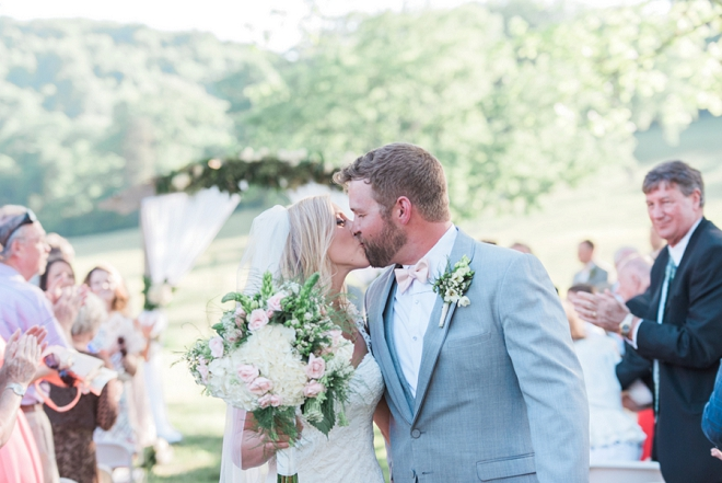 We're crushing on this gorgeous outdoor plantation wedding!