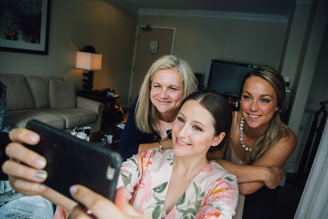 Love this sweet selfie snap of the Bride and her girls before the first look!