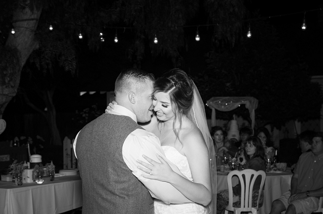 Sweet snap of the new Mr and Mrs first dance! Swoon!