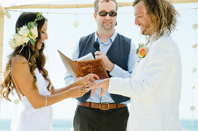 We're in love with this super fun and boho beach ceremony!