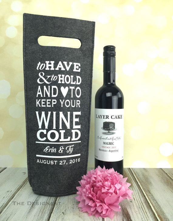 Love this wine bag wedding gift from etsy!