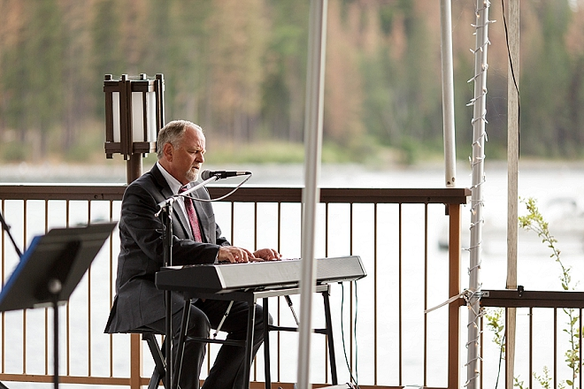 We love that this Bride's Dad sang her a song at their reception. Too sweet!