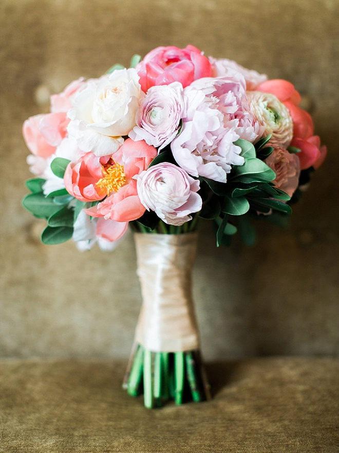 How stunning is this bright bouquet?! LOVE it!
