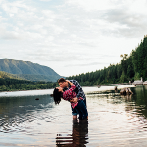 We're crushing on this super sweet lake engagement session!