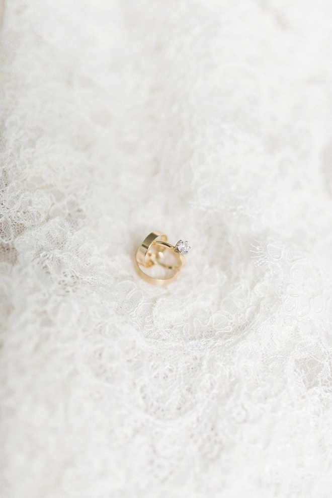 How delicate and dainty is this gold ring shot?! LOVE!
