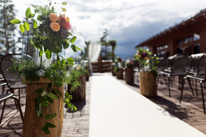 We're crushing on this couple's stunning outdoor Denver ceremony!