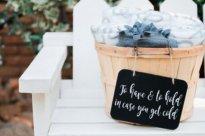 We love this darling blanket reception idea!