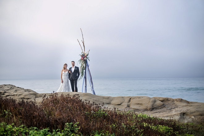How gorgeous is this styled beach wedding for a ceremony!