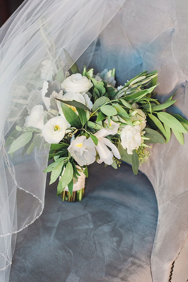 Gorgeous clean and modern wedding bouquet!