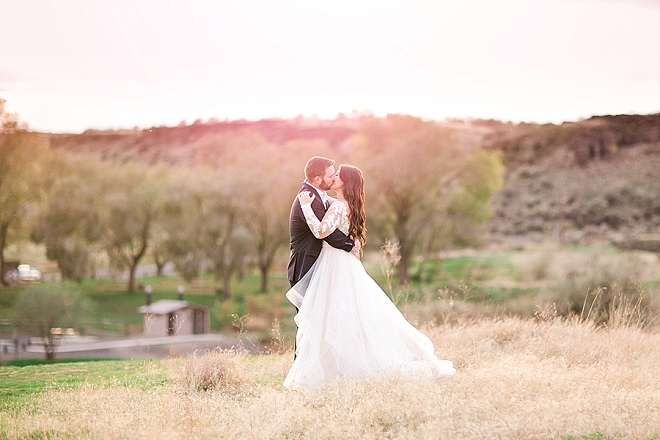 Have you ever seen a more gorgeous sunset styled anniversary shoot?! LOVE!