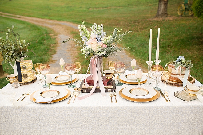 We can't get over this tablescape filled with gorgeous blush and gold details!