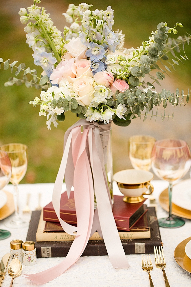 Loving this giant blush floral centerpiece! So stunning!