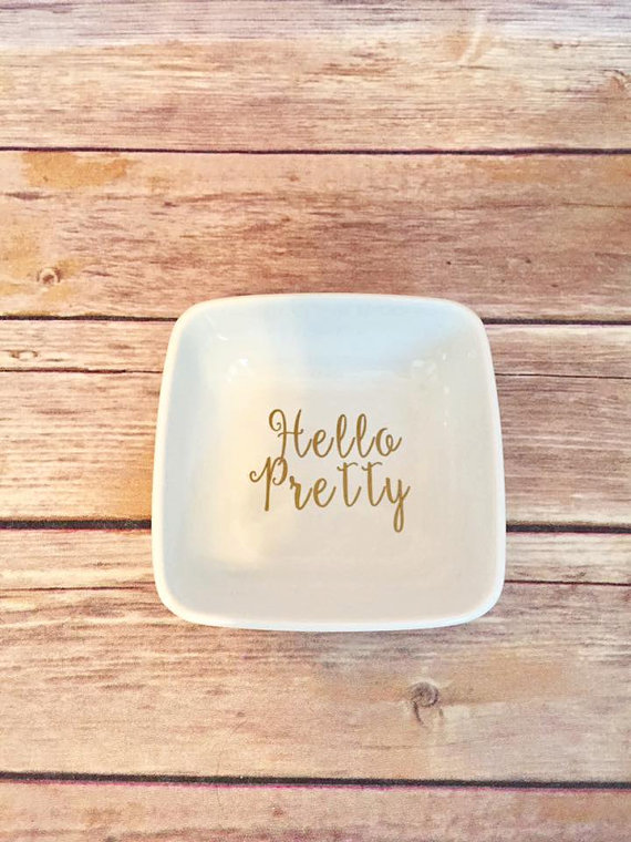 We LOVE this Hello Pretty ring holder! Perfect for you engagement ring!