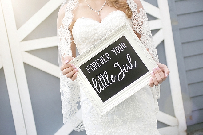 We're in LOVE with this darling photo idea for your parents on your wedding day! LOVE!