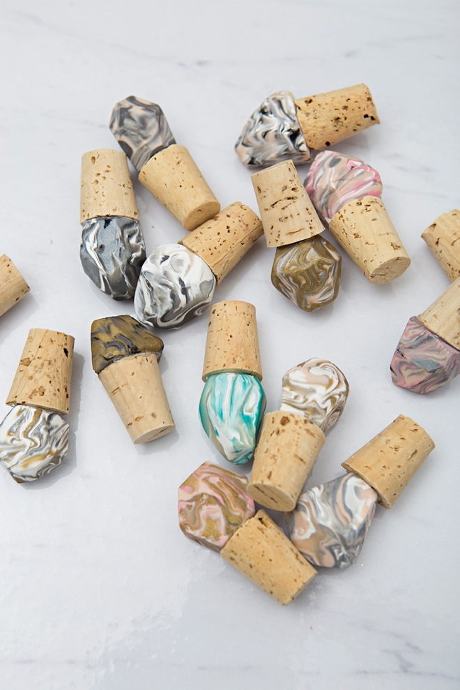 Check out these DIY marble gemstone wine stoppers, great cheap wedding favors!