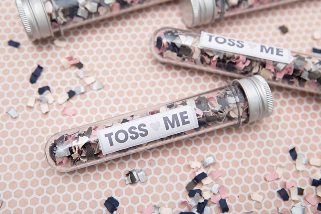 Check out these DIY wedding confetti tubes for your ceremony toss!