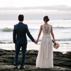 We're crushing on this stunning couple's handmade day!
