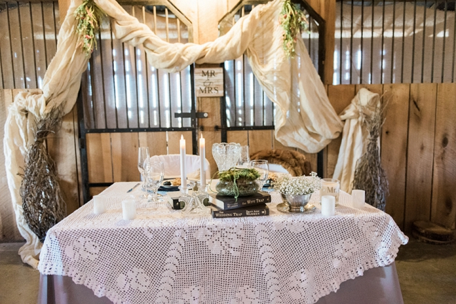 How darling is this couple's sweetheart table? We love it!