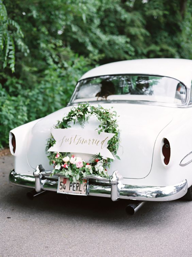 Loving this traditional wreath for wedding car decor