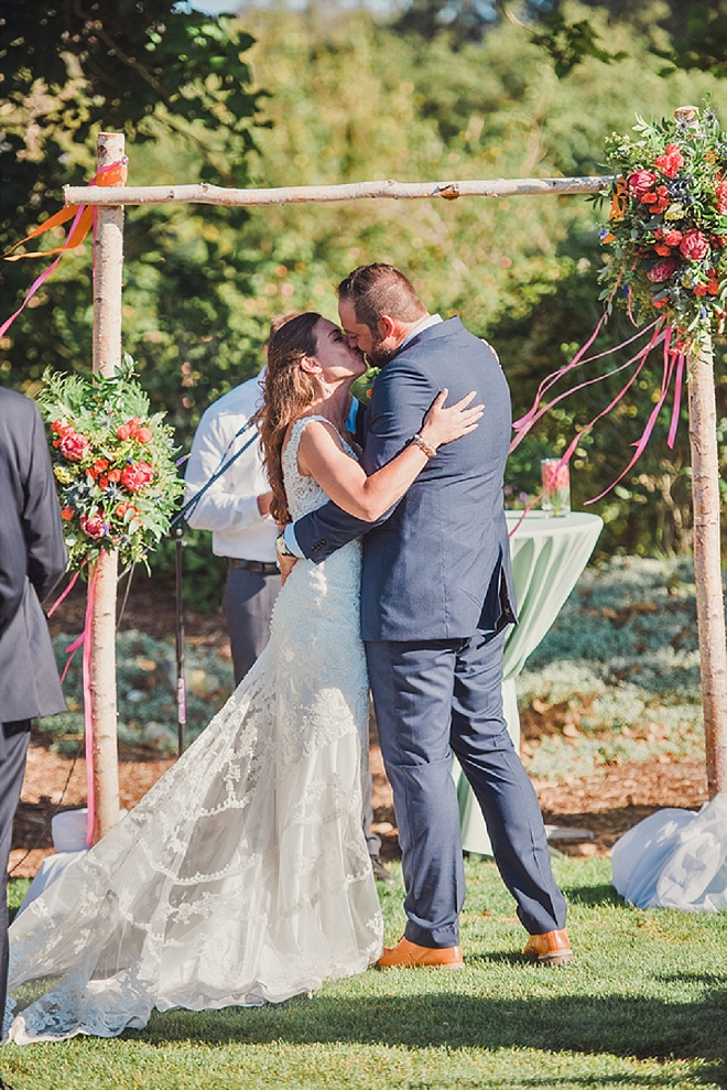 Sweet snap of the first kiss at this gorgeous California wedding!