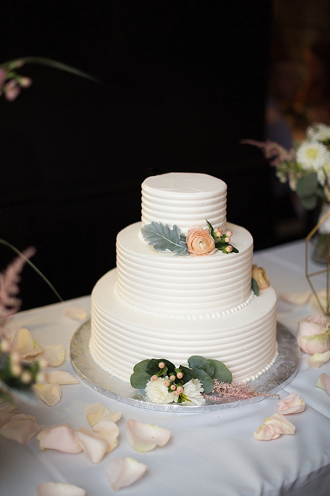 We're loving this simplistic modern wedding cake!