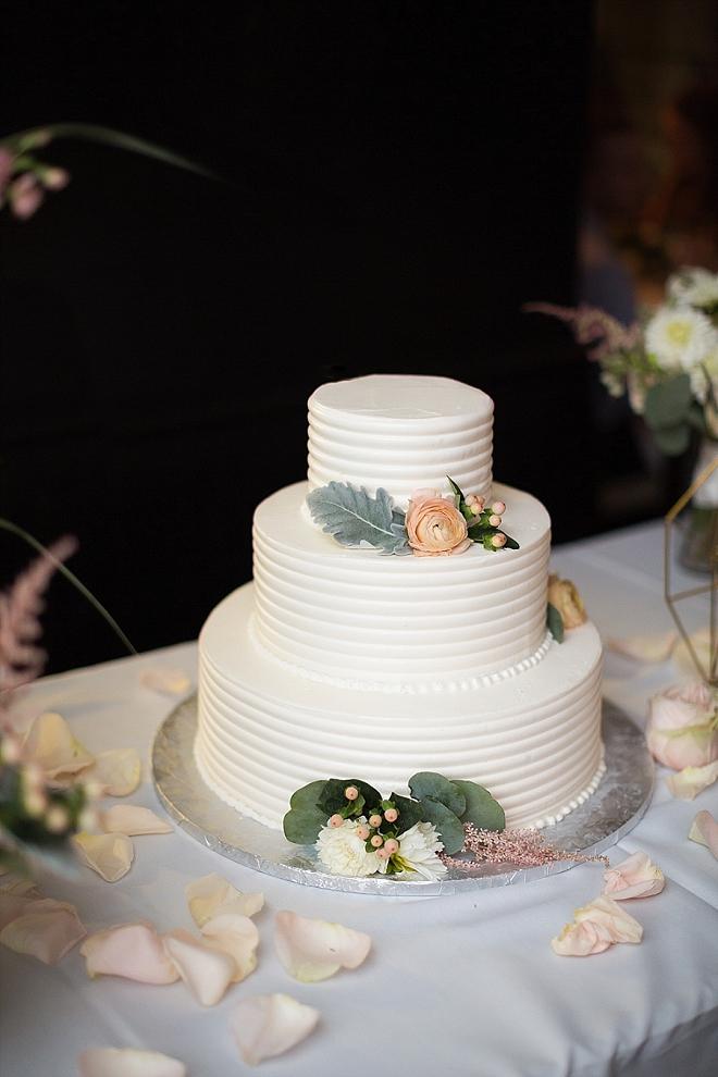 We're loving this simplistic modern wedding cake!