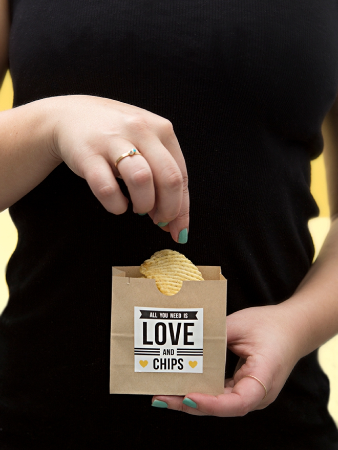 Check out these adorable late night wedding snack ideas that you can DIY!