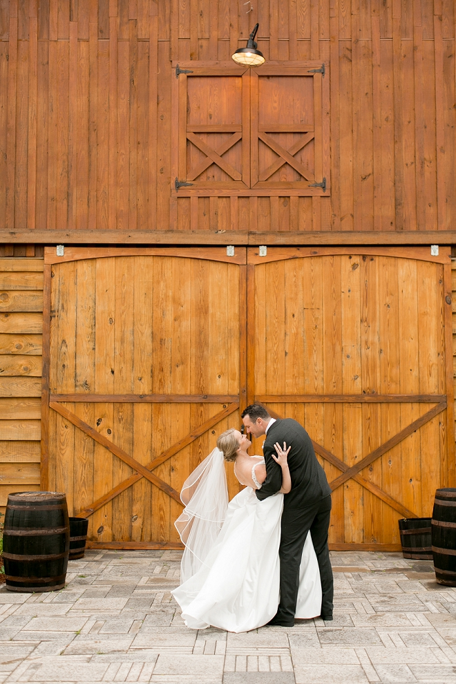 Gorgeous shot of the bride and groom by Arte de Vie Photography