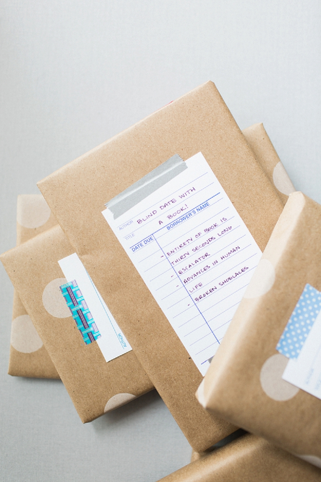 How cute is this Blind Date with a Book wedding favor idea?! LOVE!!