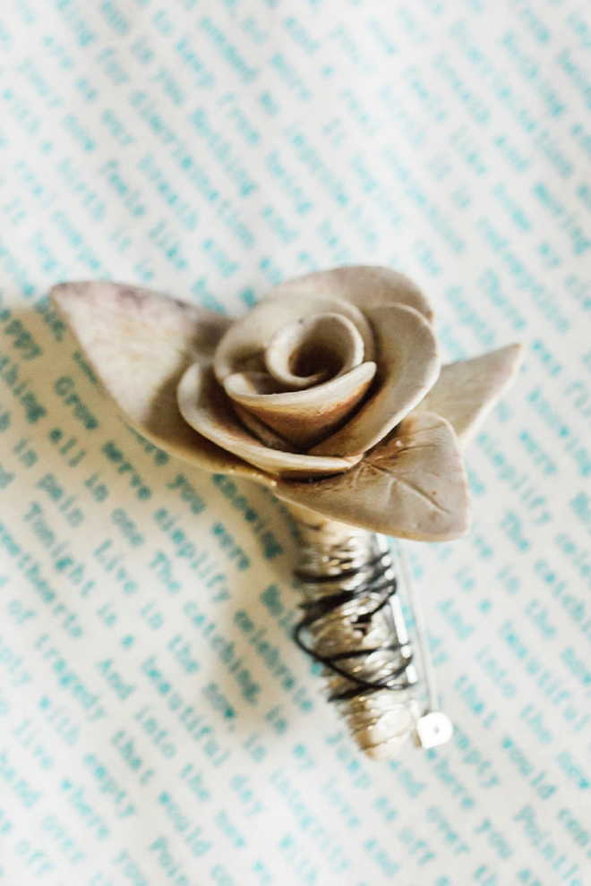 How great is this ceramic boutonniere the bride crafted for her groom herself?! LOVE!