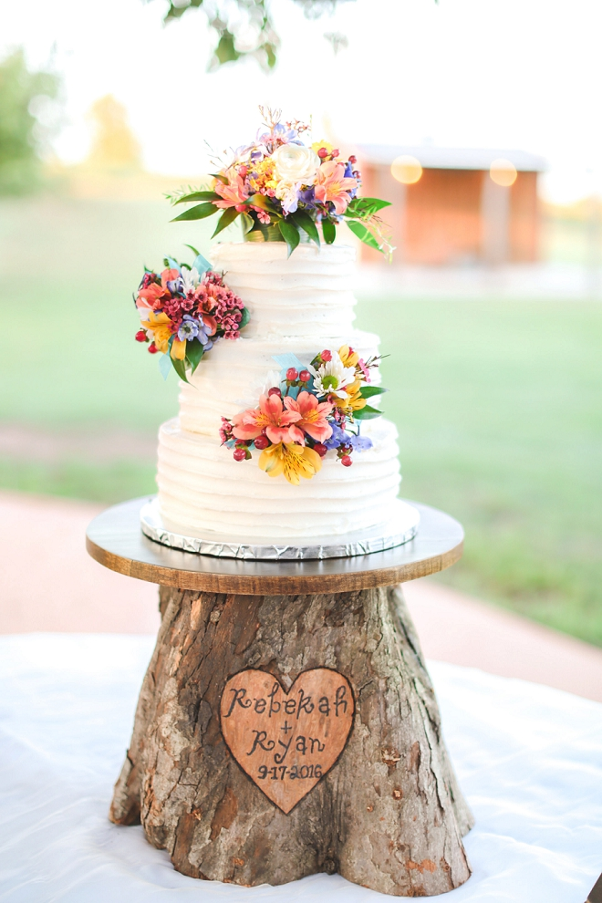 OMG. We're loving this couple's stunning wedding cake and handmade wooden cake stand!