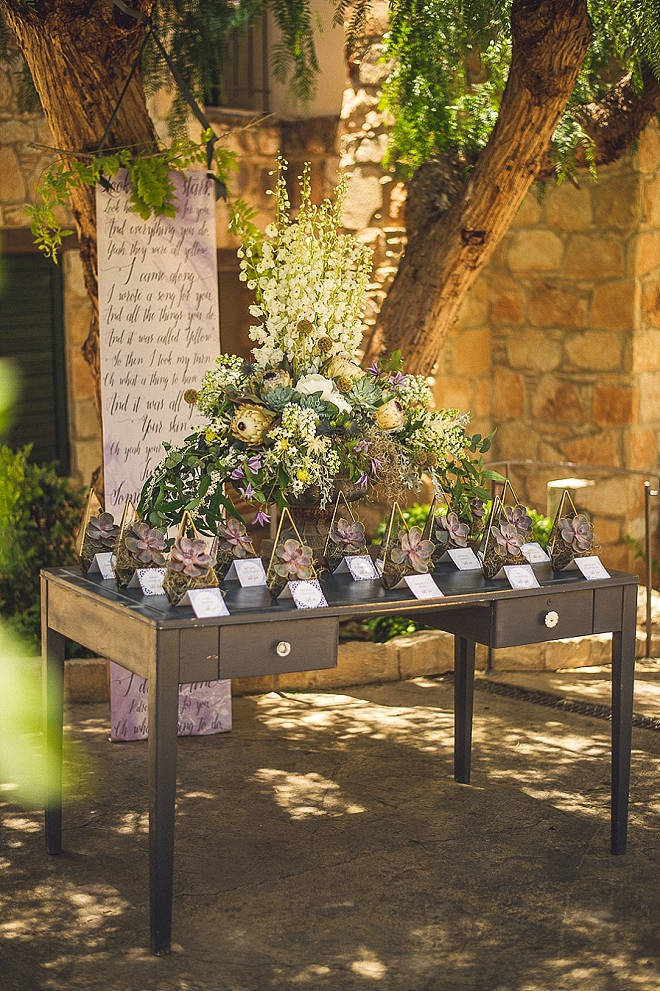 How gorgeous is this escort card display at this styled wedding?! LOVE!