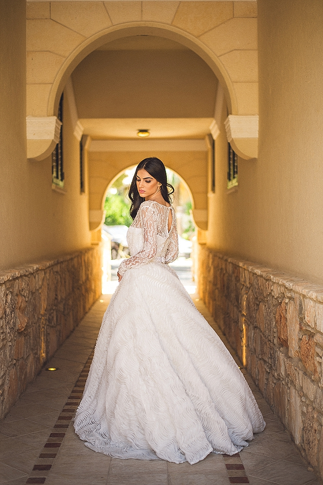 How amazing does this Bride look?! We're in LOVE with this wedding day style!