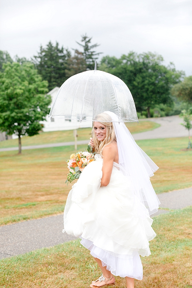 How darling is this beautiful Bride in the rain?! Love it!