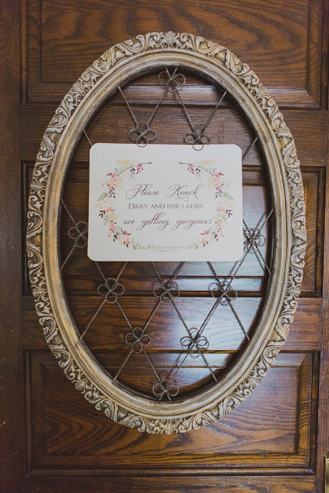 Loving this sweet getting ready door detail!