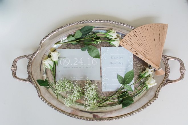 Loving all of these dainty wedding day details!