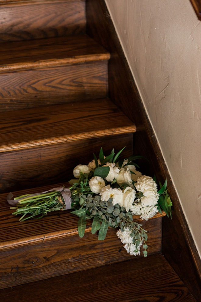 We're in LOVE with this Bride's neutral bouquet!