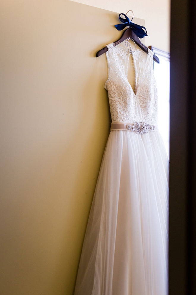 Stunning snap of this Bride's wedding dress!