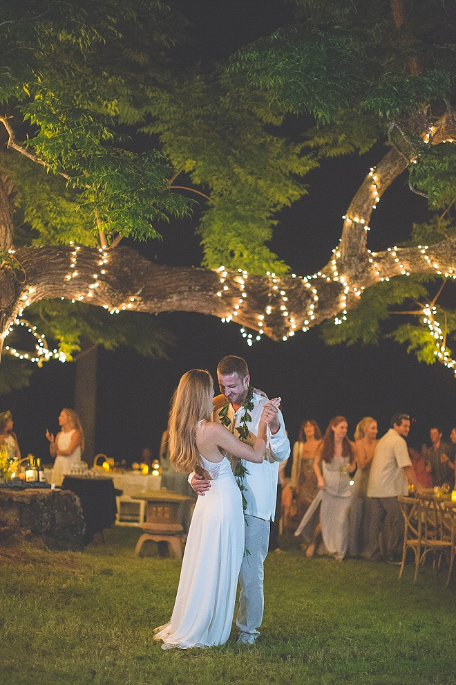 We're swooning over this dreamy twinkle lit first dance!