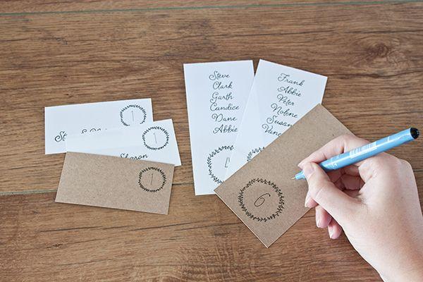 FREE printable minimalist escort cards and table numbers.  Love a god wedding freebie!